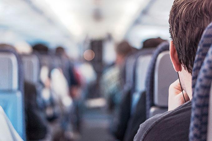 飛行機の機内での過ごし方(服装)