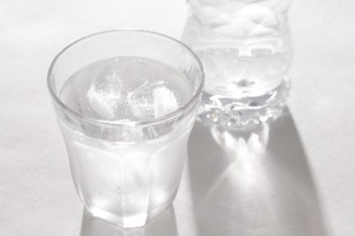 生水はそのまま飲まない!喉が乾いたらコンビニの水、お茶を買おう!