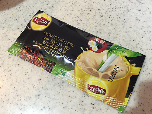 台湾ジャスミンミルクティーのパッケージ