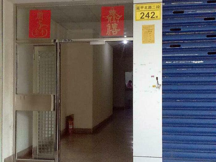 李振堂の入り口は普通の雑居ビル。初めて行くときはわかりにくいかも