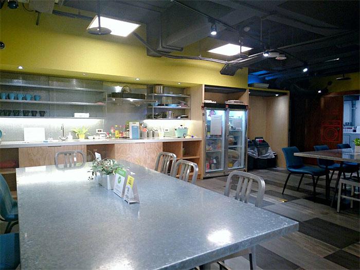 ブティシティカプセルインのキッチンルーム、ここで朝食を食べます。