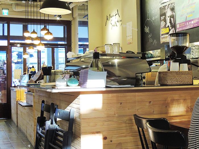 迪化街にあるカフェ『Salt Peanuts Cafe (鹹花生)』はナチュラルな雰囲気が素敵