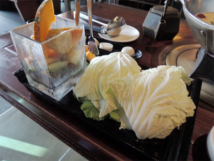 野菜盛り合わせ、キャベツやレタスやキャベツなど甘みがあっておいしいです。
