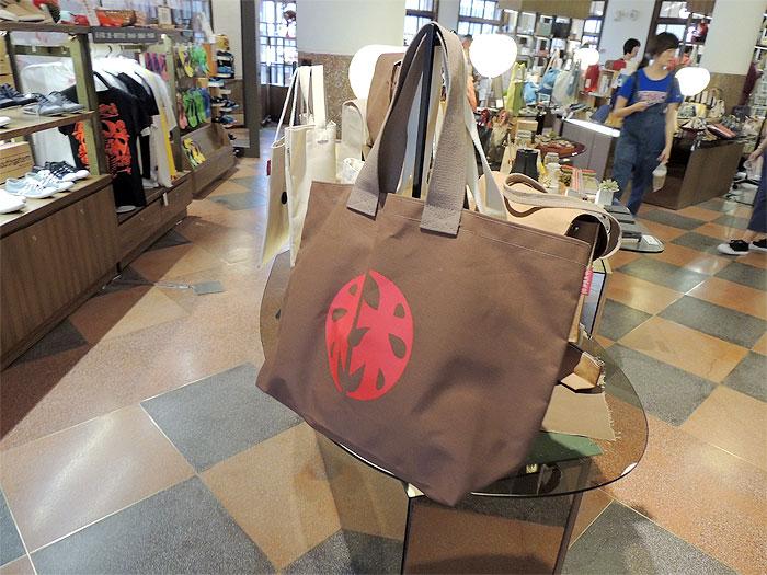 林百貨店のロゴマークが印字されたバッグ、いい感じですよね