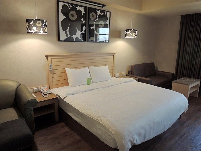 台湾のホテルは一部屋の単位の値段なので、1人よりも2人で泊まるほうがお得です。