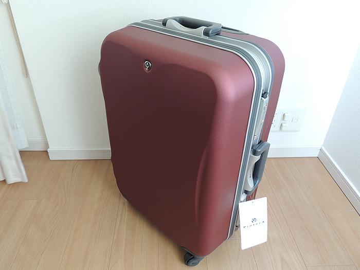 実際に買ったエースのプロテカのスーツケースです。カラーはレッドです。ネットで見た色よりもシックで気に入っています。