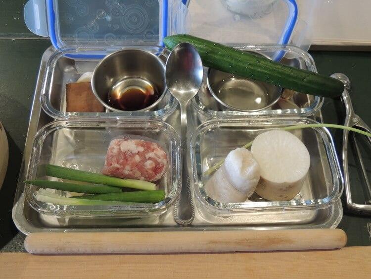 今日作る料理の材料です。料理ごとに分けて入れられていました。