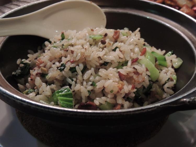 上海菜飯。上海の家庭でよく作られている菜飯、かんたんにいうとチャーハンです。
