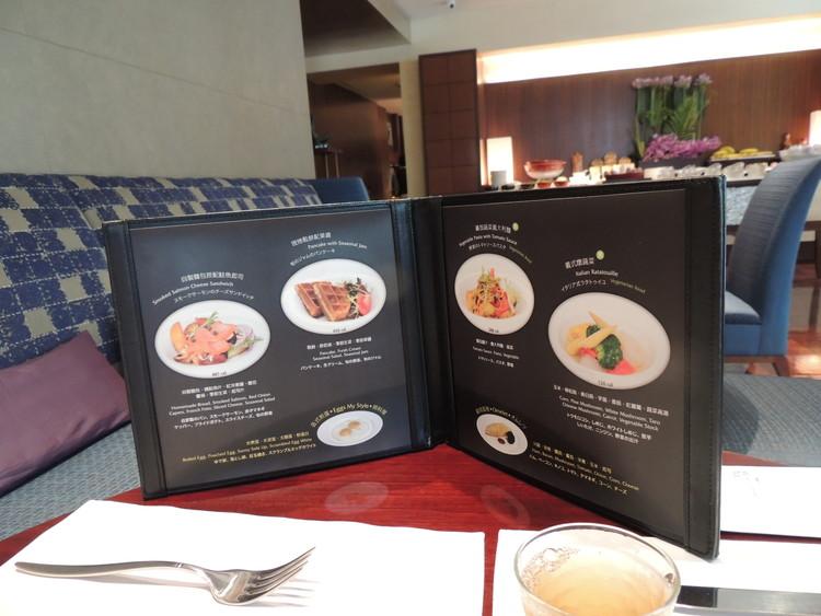 レスイーツ台北 チンチェンの朝食はメイン料理を4つから選ぶことになります。