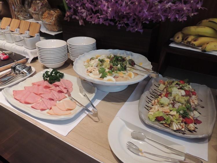 レスイーツ台北 チンチェンの朝食のサラダは2種類あって、どちらもとってもおいしそう。