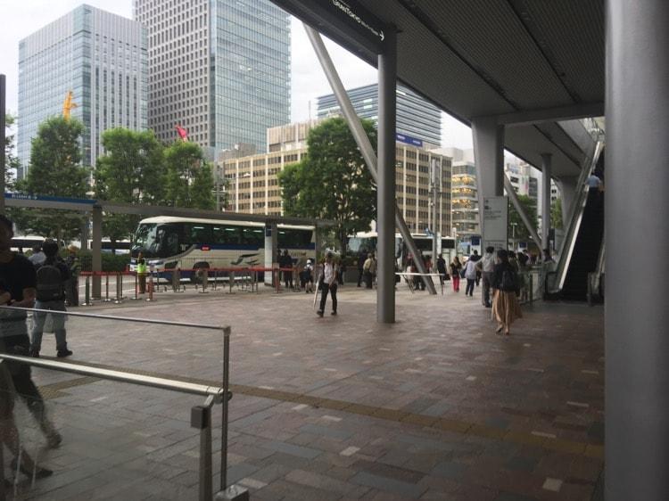 東京駅に到着です。バスに乗って成田に向かいます。