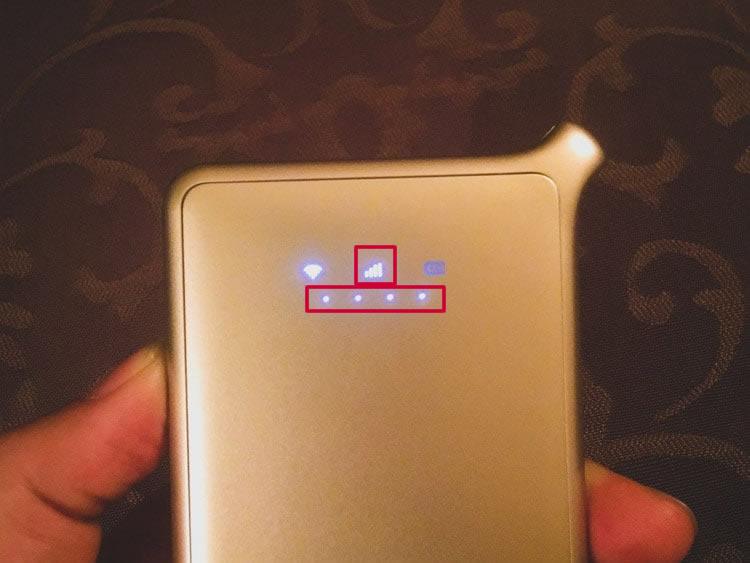 電源ボタンを軽く押すと電波の強さが確認できます。