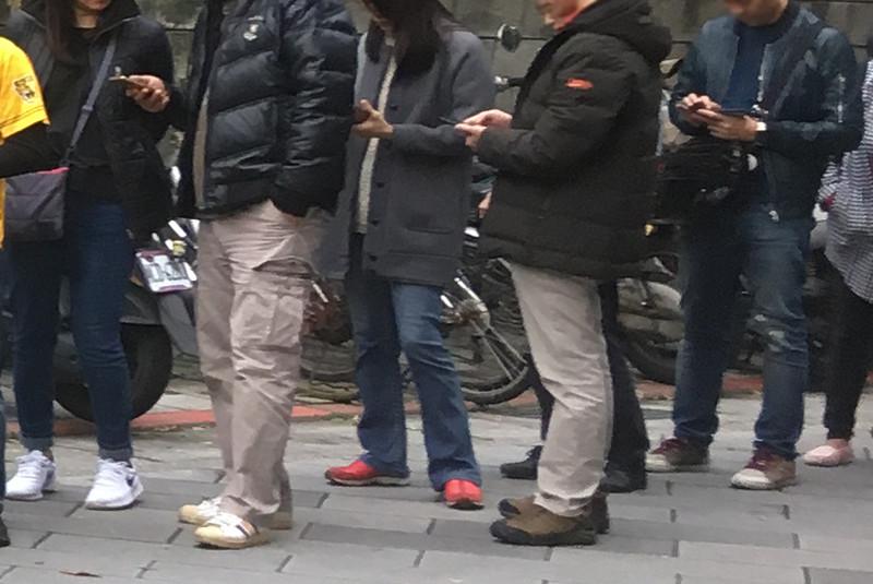 台北現地に住んでいる方の多くはダウンやコートを着ていました。
