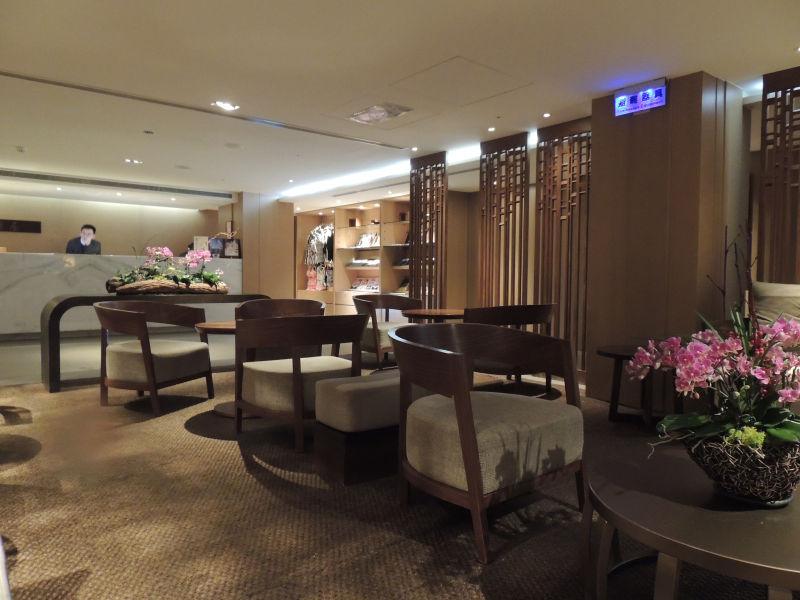 グランドビューリゾート北投の個室温泉があるB2階の受付。高級ホテルのような雰囲気です。