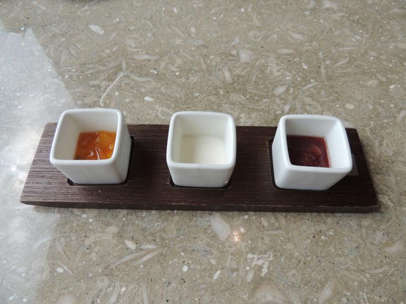 アフタヌーンティーの紅茶に使うソースが運ばれてきた。