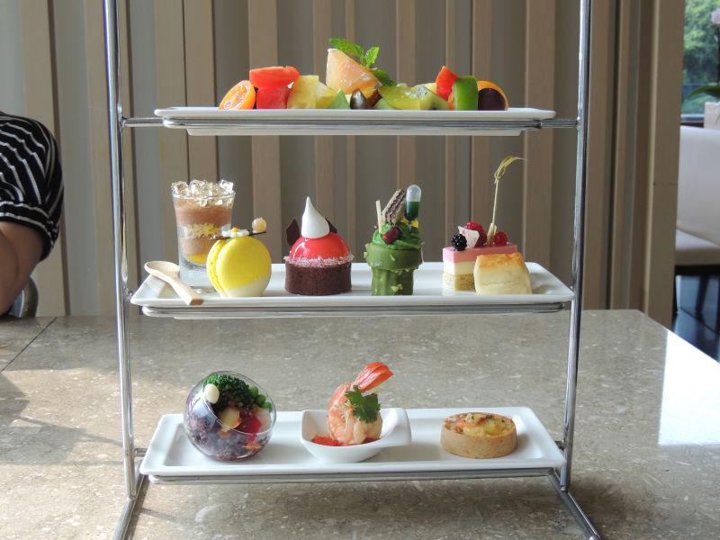 グランドビューリゾート北投のアフタヌーンティーはフルーツやスイーツやサラダなど盛りだくさんです。