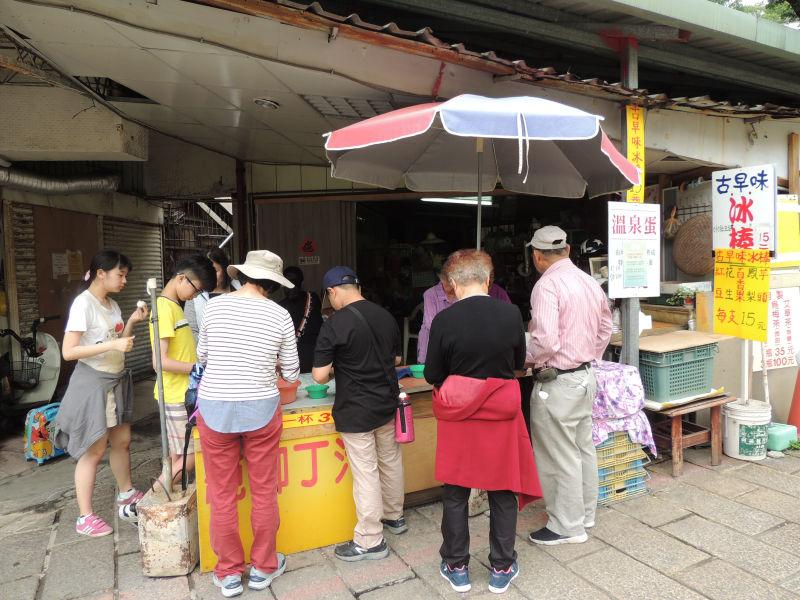 台湾の新北投には地熱谷周辺のお店では温泉卵などが販売しています。