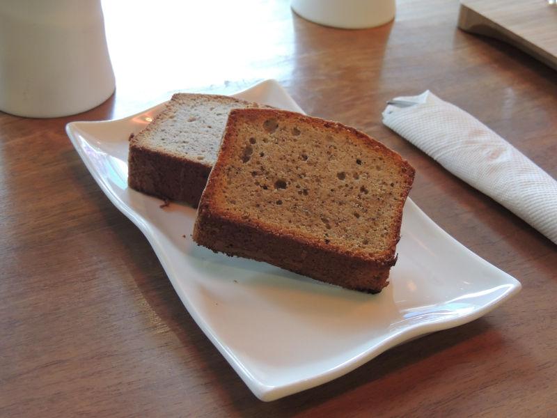 鉄観音パウンドケーキ。お茶のいい香りとほどよい甘みで、珈琲のお供にちょうどいいです。