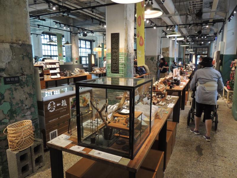 松菸小賣所にはたくさんのメイドイン台湾の雑貨が販売されています。