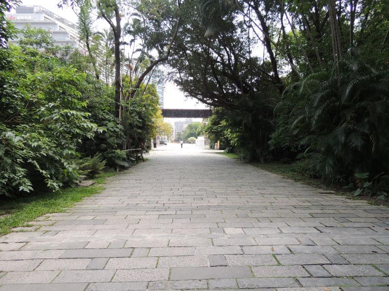 松山文創園区の広大な敷地にはジャングルのように緑がたくさんあります。