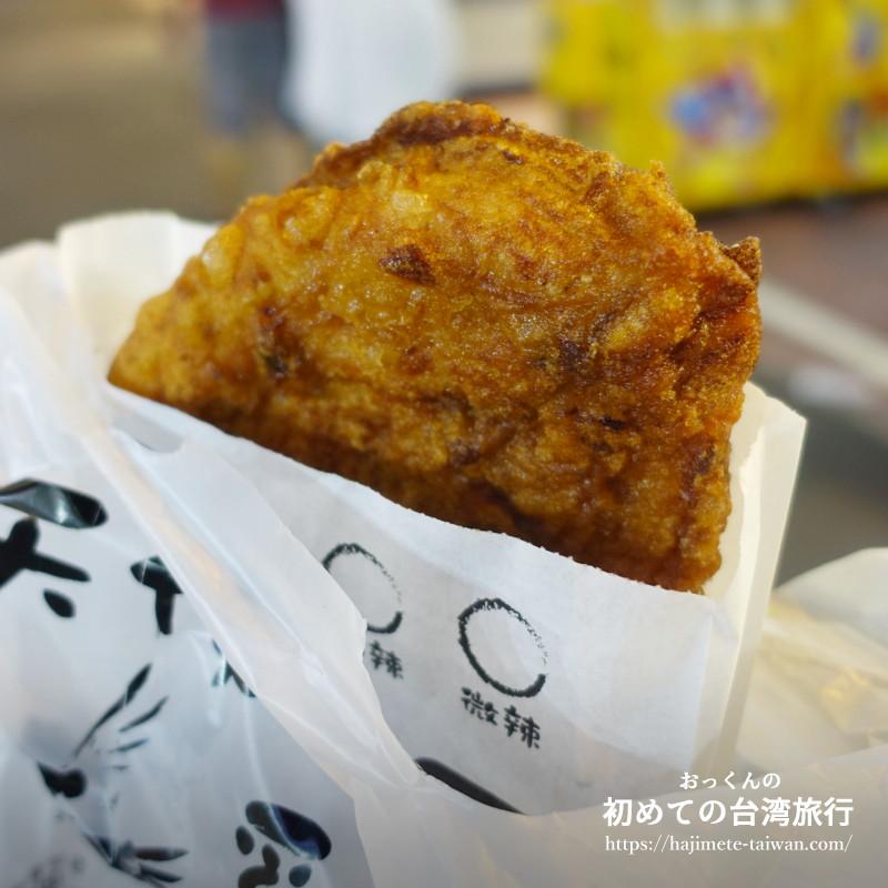 天使雞排の看板メニューである『雞排(ジーパイ)』巨大なフライドチキン。